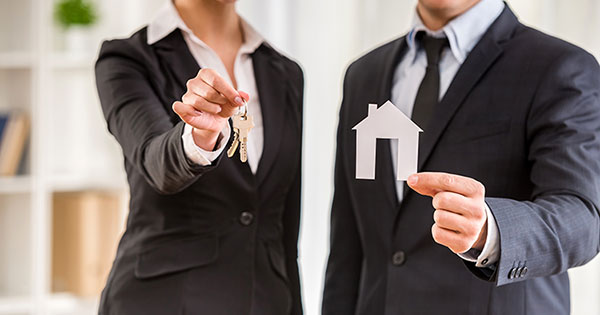 5 Reasons to Hire a Real Estate Professional When Buying & Selling! | Keeping Current Matters